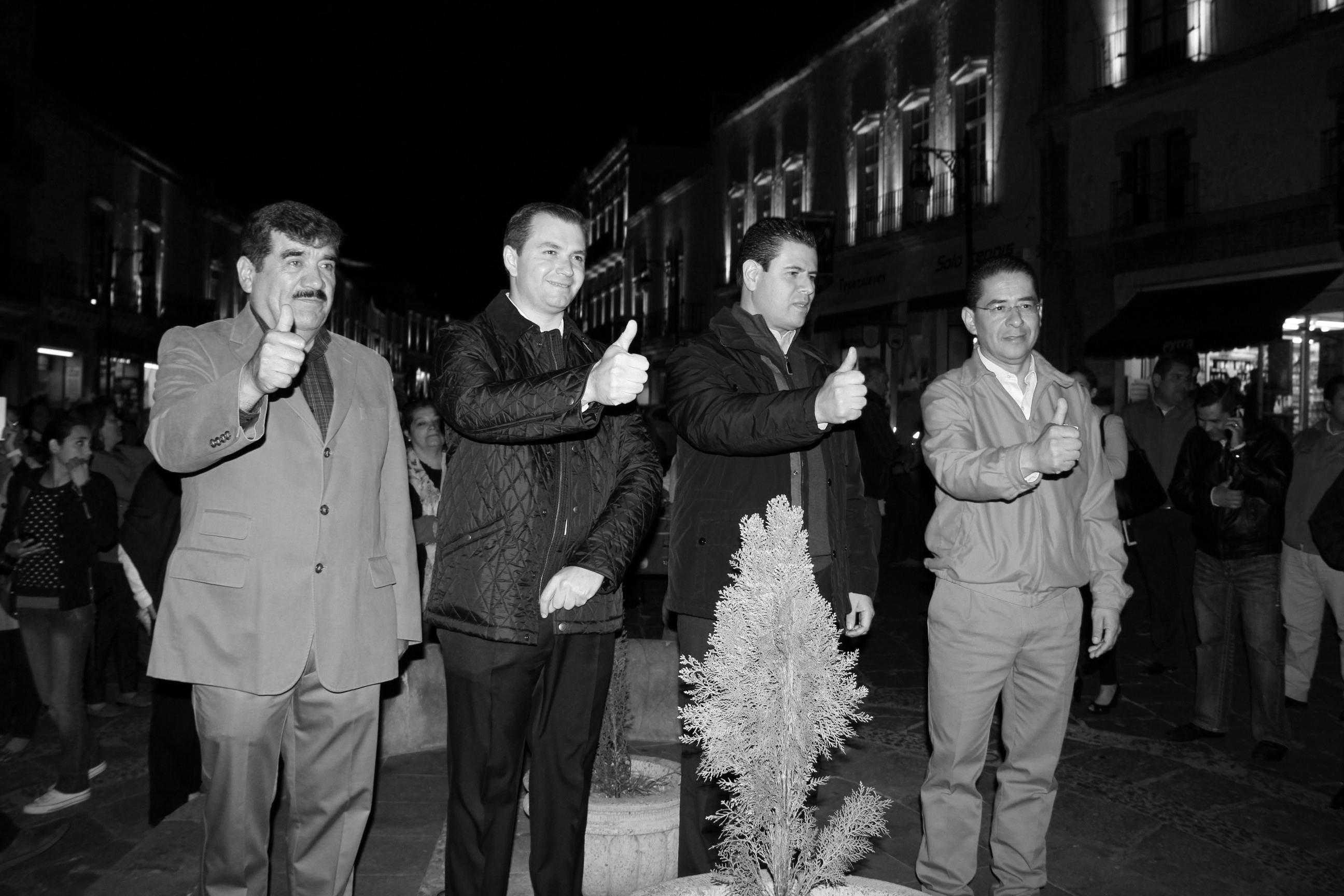 ENCIENDEN ILUMINACIÓN ESCÉNICA DE CALLE TACUBA