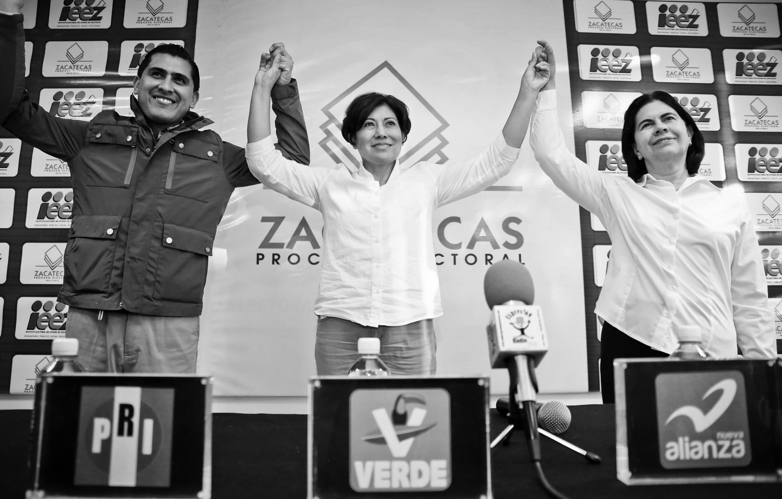 Entregan registro Judit, Lucia y Carlos en IEEZ