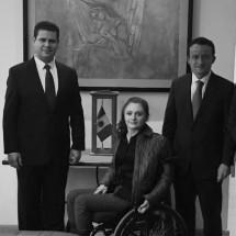 RECIBE ALFREDO SALAZAR CARTA DE LIBERACIÓN DE ADEUDO DEL IMSS