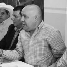 """RAFAEL FLORES ENARBOLA UNA """"FALSA UNIDAD"""" EN EL PRD"""