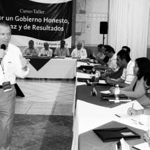 ENCABEZA PEDRO DE LEÓN TALLER PARA LOS ALCALDES ELECTOS