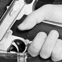 INVESTIGAN A 4 Y DETIENEN A OTRO POR PORTACIÓN DE ARMAS