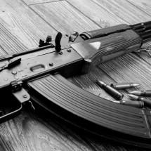 """SEIS AÑOS DE CÁRCEL POR """"PASEAR"""" CON SU AK-47"""