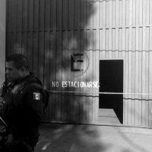 HAYAN UN MUERTO EN ESTACIONAMIENTO DE BANORTE