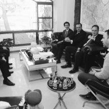GOBERNADOR TELLO RECIBE A POTENCIALES INVERSIONISTAS CHINOS