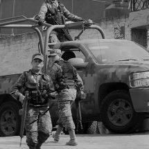 UNA MUJER MURIÓ Y NIÑA DE 3 AÑOS Y POLICÍA RESULTARON HERIDOS TRAS ATAQUE