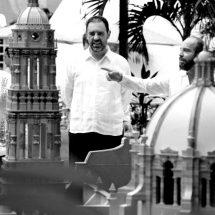 GOBERNADOR DONA PIEZAS ARTESANALES PARA EXHIBIRSE EN EL PARQUE DISCOVER DE COZUMEL