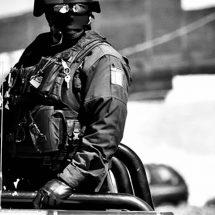 ATACAN A ESTATALES: UN AGRESOR MUERTO Y DOS MUJERES DETENIDAS