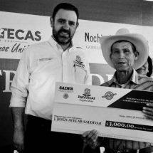 GOBERNADOR ENTREGA EQUIPO EDUCATIVO Y DE SEGUROS CATASTRÓFICOS PARA EL CAMPO
